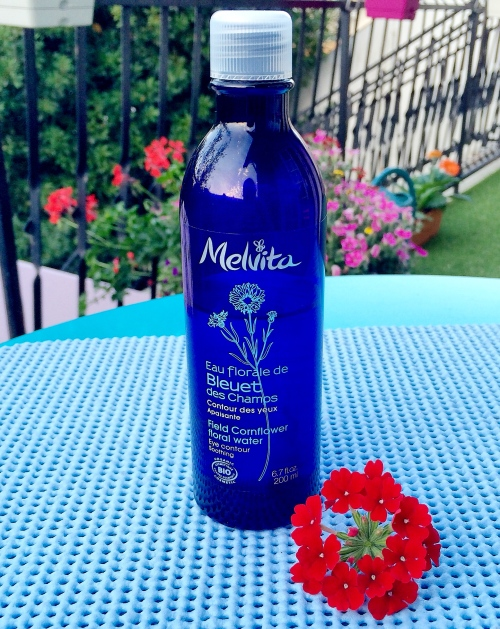 Eau florale de bleuet des champs